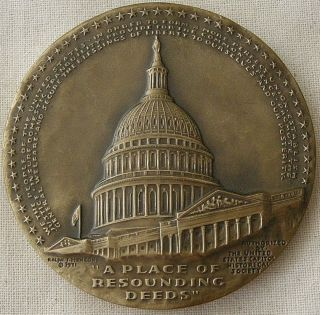 U.  S.  Capitol Historical Society,  Capitol Building Medal,  1972 By Ralph J Menconi photo