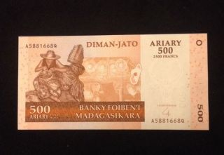Madagascar Unc 500 Ariary / 2500 Francs 2004 Banknote World Currency Paper Money photo