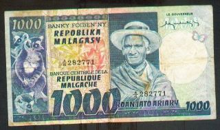 Madagascar 1000 Francs (1974) Pick 65 Fine -. photo