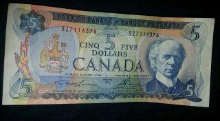 Crisp Canadian 1972 5 Five Cinq Dollar Bill,  Uncirculated. photo
