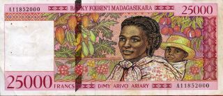 Madagascar 25,  000 25000 Francs = 5000 Ariary 1998 P - 82 Vf  With Holes photo