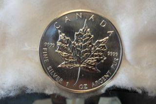 1990 1oz.  $5 Dollar Silver Maple Leaf photo