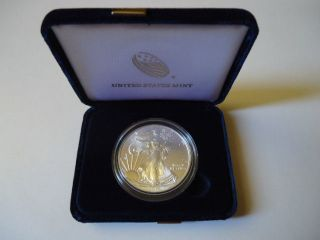 2014 1oz,  Amaerican Silver Eagle.  With Display Case. photo