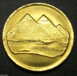 Egypt 1 Piastre Coin Ah 1404 / 1984 Km 553.  1 Pyramids photo