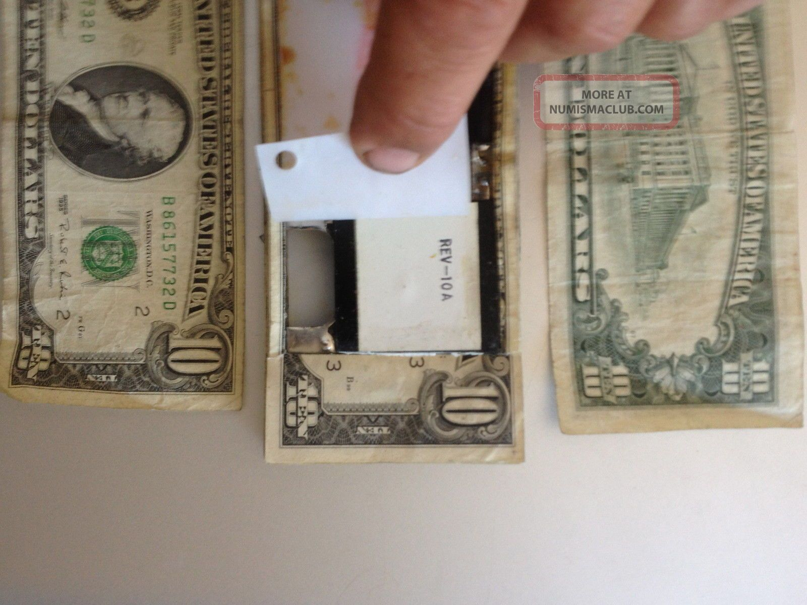 1000 Strap Of 10 Dollar Bills Die Pack Tracking Device