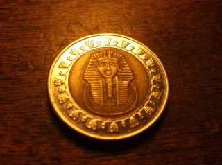 Central Bank Of Egypt.  Tutankhamen 1 Pound Coin. photo