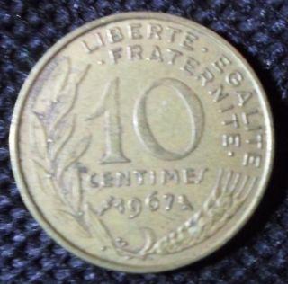 C54 Coin 10 Centimes 1967 France Republique Francaise photo