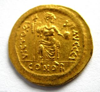 527 - 565 A.  D Late Roman Empire Justinian I Gold Solidus Coin.  Constantinople photo