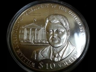 The Presidents Of The Usa William J Clinton $10 Coin Libia 2002 W/coa Slg143 photo
