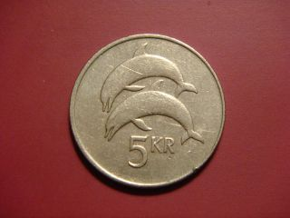Iceland 5 Kronur,  1992 Coin.  Two Dolphins Animal Coin photo