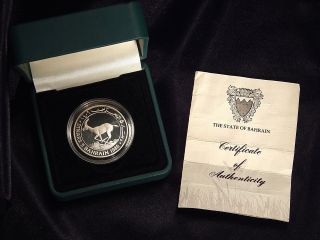 """1986 Bahrain 5 Dinars Proof Silver Coin """"world Wildlife Fund"""" W/ Box And photo"""