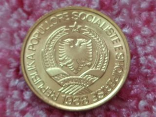 Uncirculated Albania 1988,  1 Lek,  Aluminum - Bronze,  Communist Albania Coin. photo