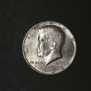 1982 - P Kennedy Half Dollar No ' Fg ' Great Deals From The Tecc Bargain Bin photo