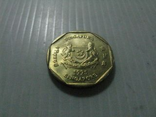 1 Dollar Singapore Coin Gold,  1995. photo