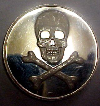 Pirates We Be Skull N Bones Proof 38mm 1oz 999 Silver Coin photo
