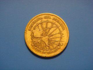 Ecuador 1 Centavo,  Un,  2000 Coin.  Map Of Americas photo