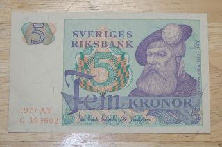 5 Kronor,  1977 Vintage Banknote.  & Uncirculated. photo