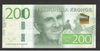 Sweden 200 Kronor 2015 P 72 Uncirculated Prefix B photo