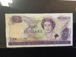 1985 Zealand Paper Money - 2 Dollars Banknote photo