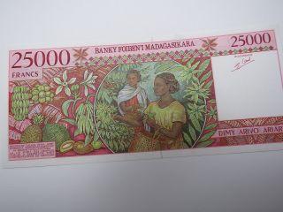 Madagascar 25000 Francs (1998) B Pick 82 Unc Banknote. photo
