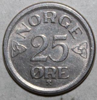 Norwegian 25 Ore Coin,  1957 - Km 401 - Norway - Twenty - Five Øre - Haakon Vii photo