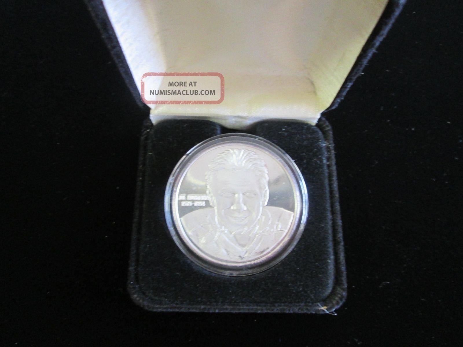 Limited Edition Joe Montana 1oz.  Fine Silver Proof Box.  999 1828 Art Round Rare Silver photo