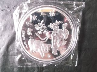 1995 Boy & Pig / Palace Coin 5 Oz 70 Mm Gift photo