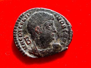 Lucernae Decentius Bronze Maiorina.  Siscia.  Vot V Mvlt X; R S photo