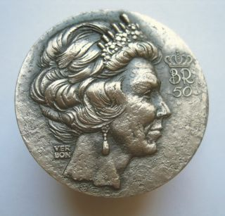 Beatrix Bataviae Regina 1938 - 1988 Silver 999 Medal Queen Of The Netherlands photo