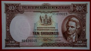 Zealand 1940 - 1967 10 Shillings Unc Note. photo